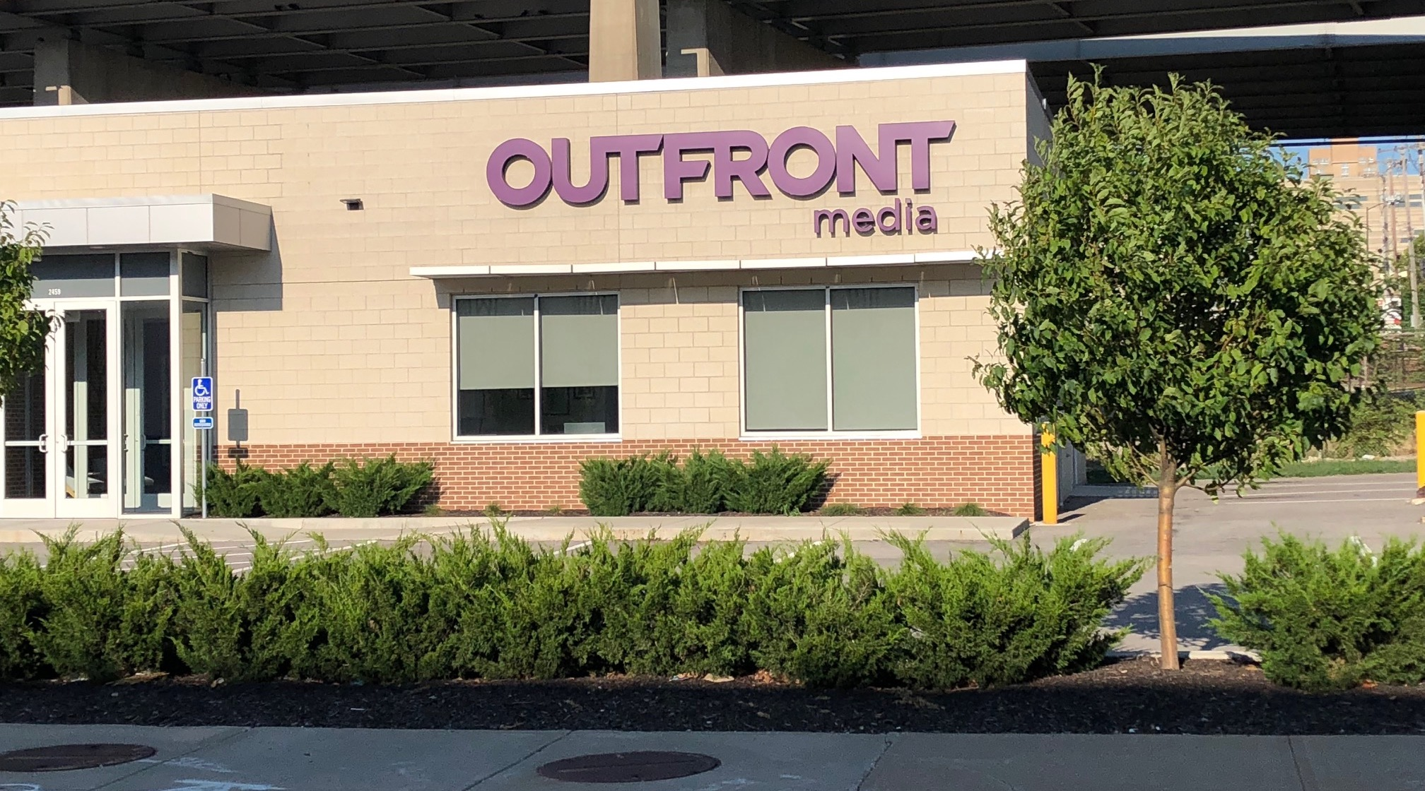outfront media billboard company